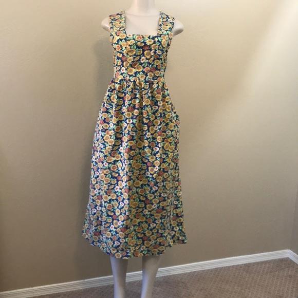 62701947045fa Vintage sunflower maxi dress with pockets Size 10.  M_5c4e34acd6dc523ac252fcdc